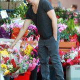 J.C. Chasez macht in Hollywood an einem Blumenladen halt.