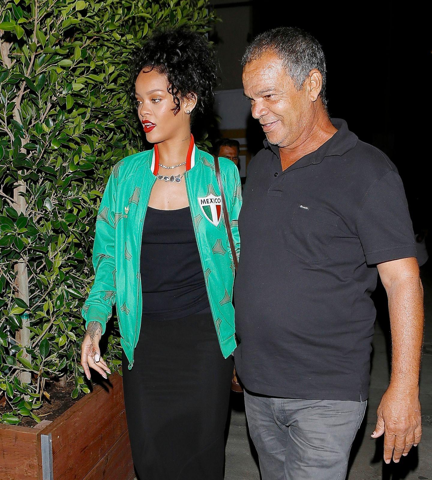 30. Juni 2014: Rihanna und ihr Vater Ronald Fenty treffen sich zum Dinner in Santa Monica.