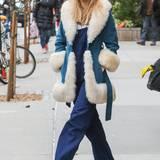 8. Dezember 2014: Kalt in New York: Model Suki Waterhouse verlässt dick eingepackt ihr Hotel.