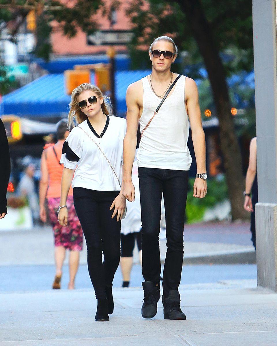 29. Juli 2014: Chloe Grace Moretz ist mit ihrem Bruder Trevor in Manhattan unterwegs.