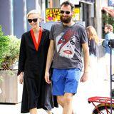 10. Juni 2014: Tilda Swinton ist gut gelaunt mit ihrem Freund Sandro Kopp in Manhattan unterwegs.