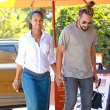 """14. August 2014: Die schwangere Zoe Saldana und Marco Perego sind auf dem Weg ins """"Mozza Restaurant"""" in Los Angeles."""