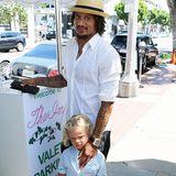 5. Juli 2014: Der Fußballer Jermaine Jones geht mit seiner Frau Sarah Gerth und den Kindern Liya, Kenyon, Keanu und Junius in West Hollywood essen.
