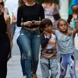 30. Juni 2014: Jennifer Lopez und ihre Kinder sind in New York City auf dem Weg zum Einkaufen.