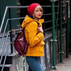 8. Dezember 2014: Taylor Swift verlässt wie immer stylisch und mit roter Pudelmütze ihr Apartment in New York City.