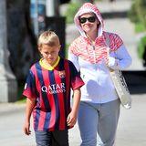 27. April 2014: Reese Witherspoon und ihr Sohn Deacon kommen in Brentwood vom Fußballtraining.