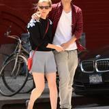7. Juni 2014: Kate Mara genießt einen romantischen Spaziergang mit ihrem Freund Max Minghella.