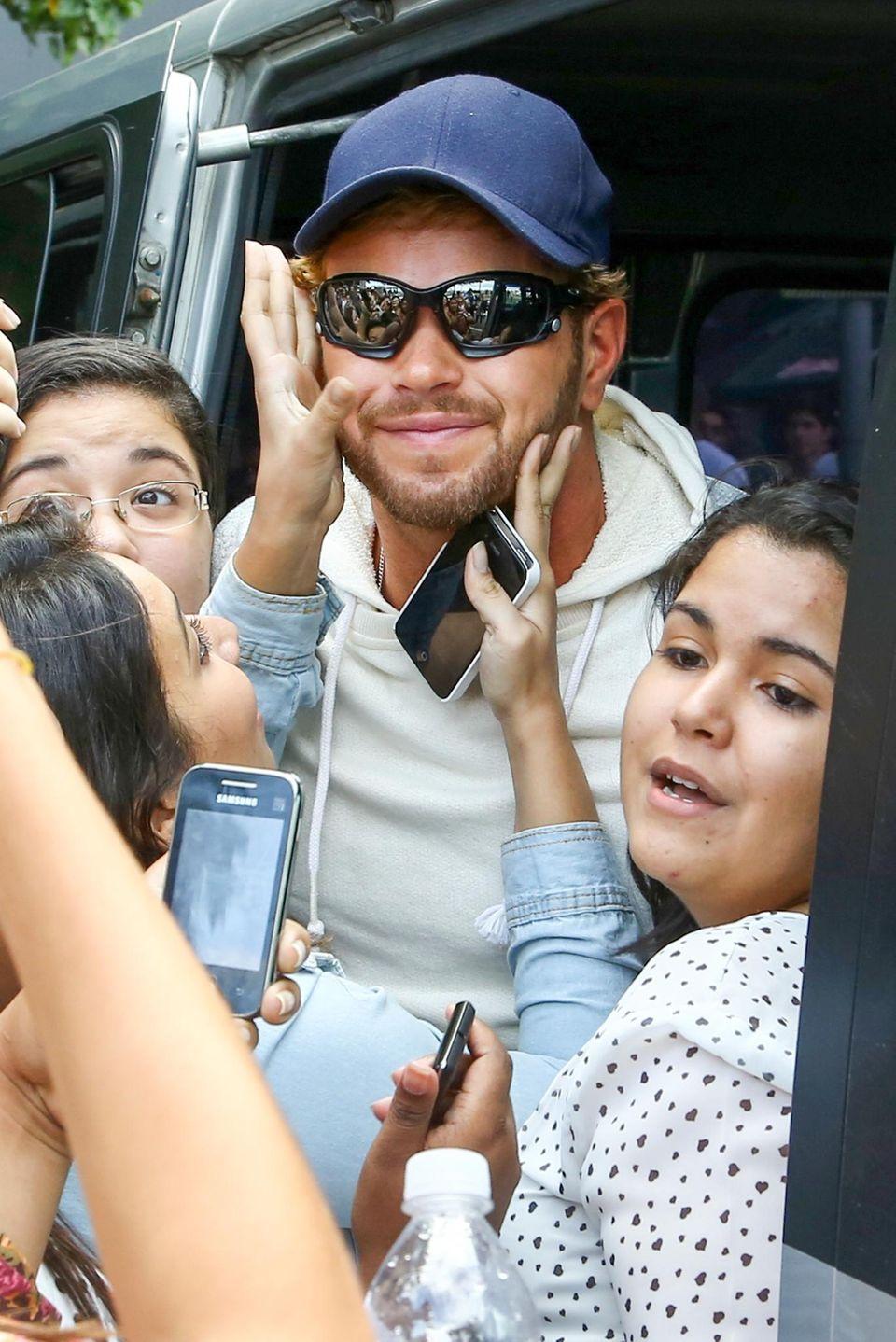 12. Juli 2014: Kellan Lutz ist zum WM-FInale nach Rio de Janeiro gereist. Vor seinem Hotel wird er von Fans belagert.