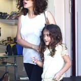 24. Juli 2014: Salma Hayek geht mit ihrer Tochter Valentina in West Hollywood Schuhe shoppen.