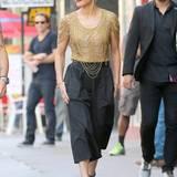 29. Oktober 2014: Jennifer Lopez sieht hinreißend aus in ihrem Zweiteiler. Erinnert an die goldenen 20er Jahre Mode.