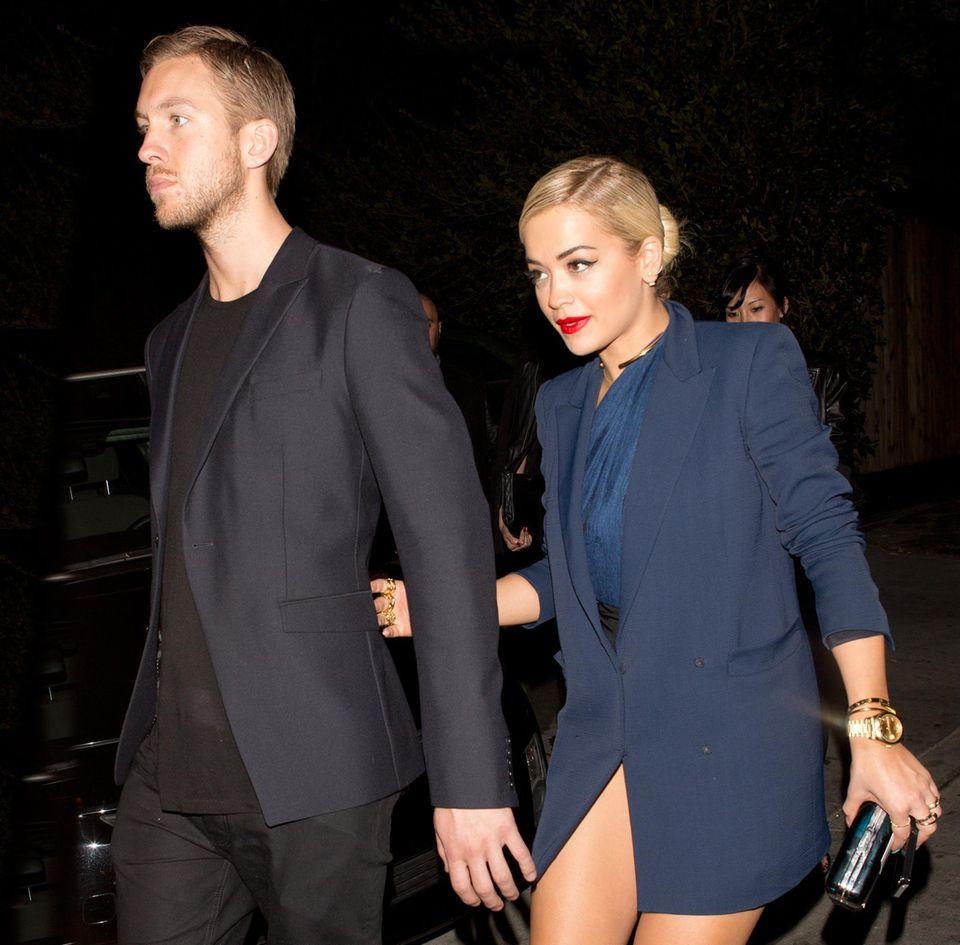 """25. Januar 2014: Rita Ora und ihr Freund, der DJ Calvin Harris, kommen aus dem Nachtclub """"1 Oak"""" in West Hollywood."""