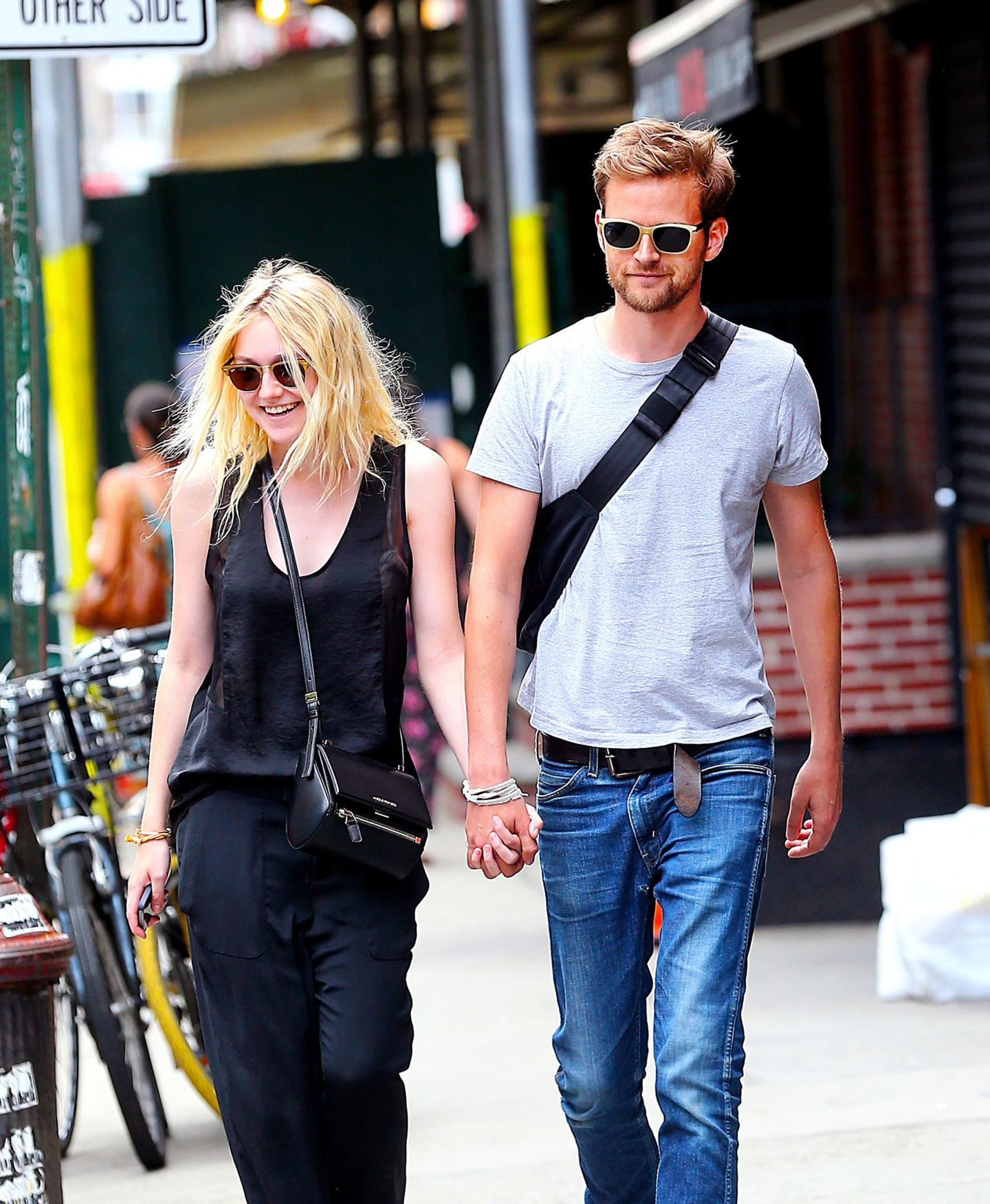 30. Juli 2014: Dakota Fanning und ihr Freund Jamie Strachan spazieren durch SoHo.