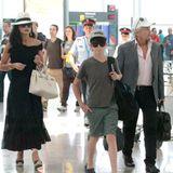 17. Juni 2014: Catherine Zeta-Jones, Michael Douglas und ihre Kinder Carys und Dylan kommen am Flughafen von Barcelona an.