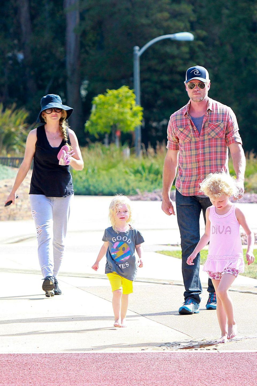 """28. Juni 2014: Eric Dane und Rebecca Gayheart gehen mit ihren Kindern Billie und Georgia im """"Coldwater Park"""" in Beverly Hills spazieren."""