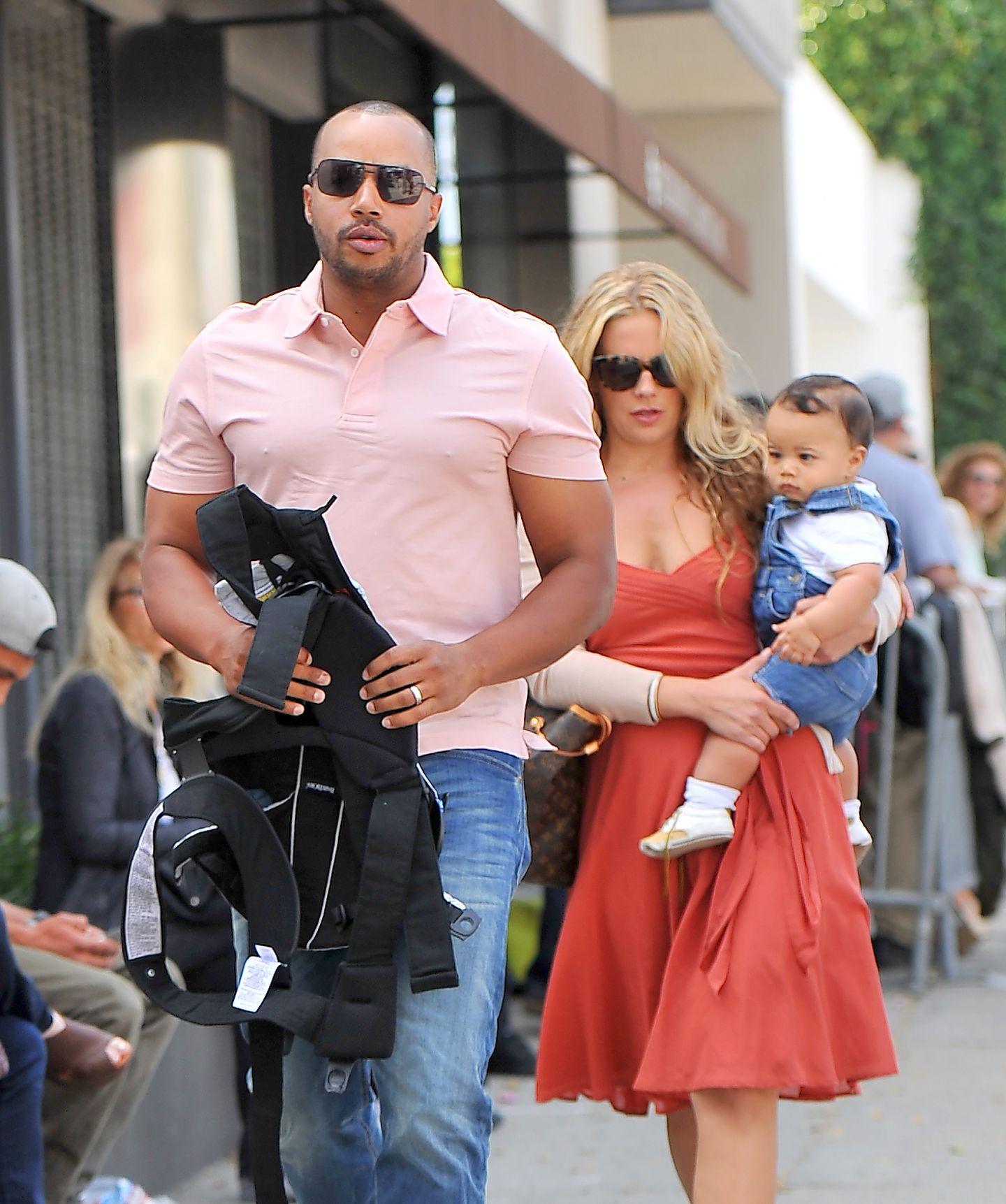 13. April 2014: Donald Faison ist mit seiner Frau Cacee Cobb und dem gemeinsamen Sohn Rocco in West Hollywood unterwegs.