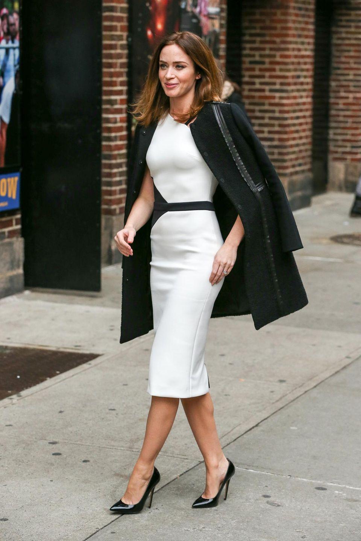 """25. November 2014: Emily Blunt ist in New York auf dem Weg zur """"Late Show With David Letterman""""."""
