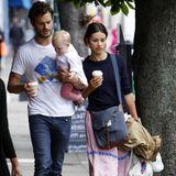 """20. August 2014: """"Fifty Shades of Grey""""-Schauspieler Jamie Dornan und seine Frau Amelia Warner sind mit ihrem Töchterchen in London unterwegs."""