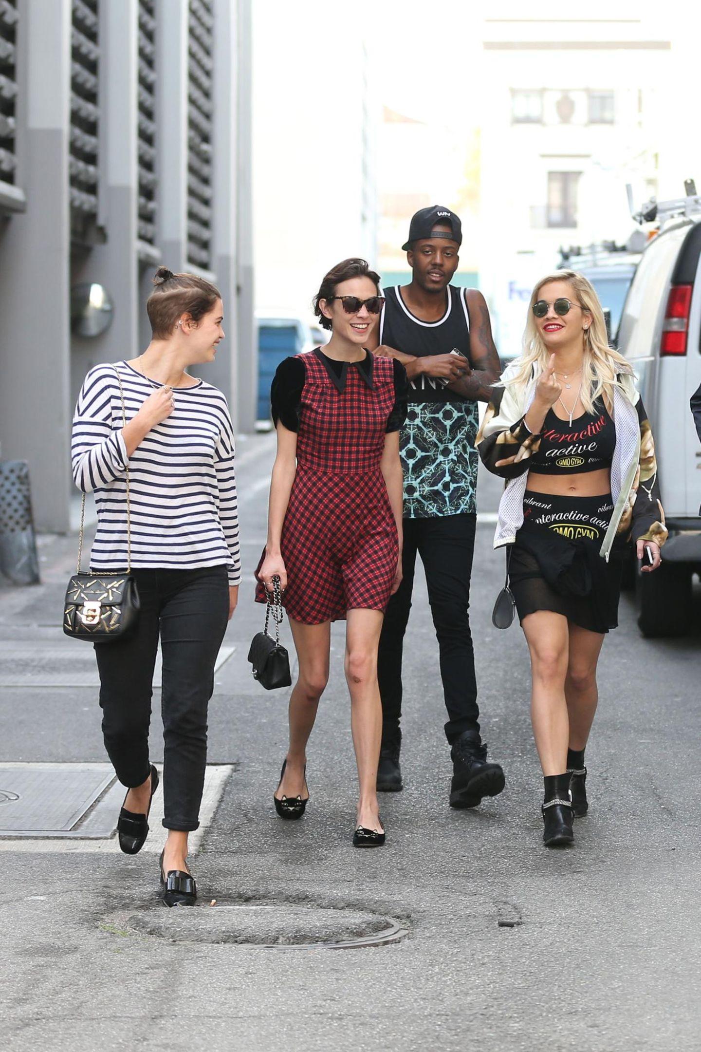 """23. Januar 2014: Pixie Geldof, Alexa Chung und Rita Ora gehen gemeinsam shoppen nachdem sie den Nachmittag zusammen am Pool des """"Chateau Marmont"""" verbrachten."""