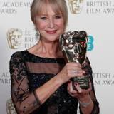 """Helen Mirren wird mit der """"BAFTA-Fellowship"""" ausgezeichnet. Der Preis wird ihr von Prinz William überreicht."""