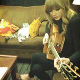 """Stars und ihre Katzen: Seit Halloween 2011 lebt Katze Meredith bei Taylor Swift. Ihr Namensvorbild ist übrigens """"Meredith Grey"""" aus Swifts Lieblingsserie """"Grey's Anatomy"""". Meredith hat - wie viele andere Promitiere - einen eigenen Twitteraccount ."""
