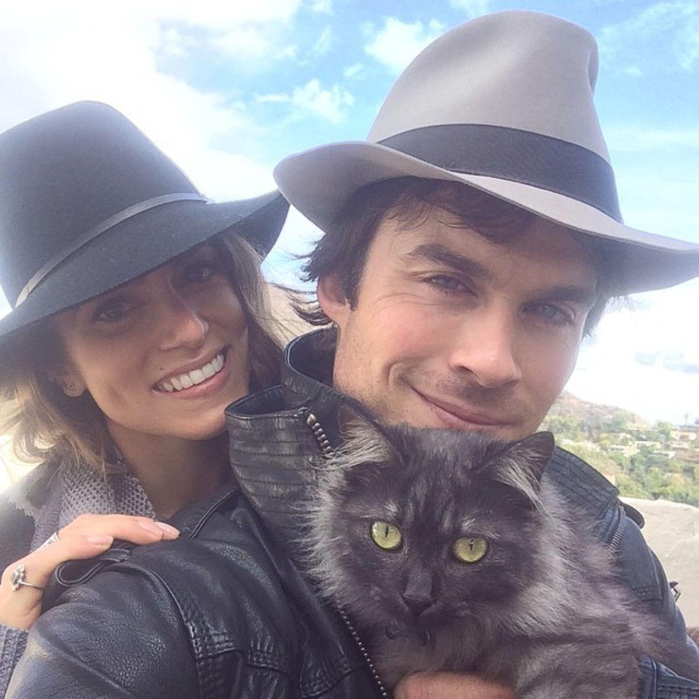 Ian Somerhalder hat von Freundin Nikki Reed eine Katze geschenkt bekommen. Ihr Name ist Sohalia.