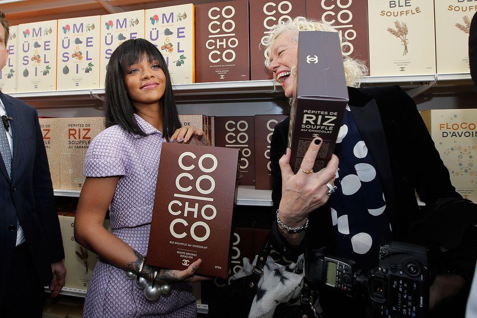 Choco-Pops und Reis-Soufflé: Fotografin Ellen von Unwerth amüsiert sich prächtig über Rihannas und ihren anspielungsreichen Einkauf.