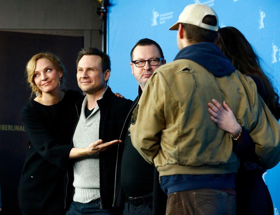 """Uma Thurman, Christian Slater und Lars von Trier während der Pressekonferenz zu ihrem Film """"Nymphomaniac"""""""