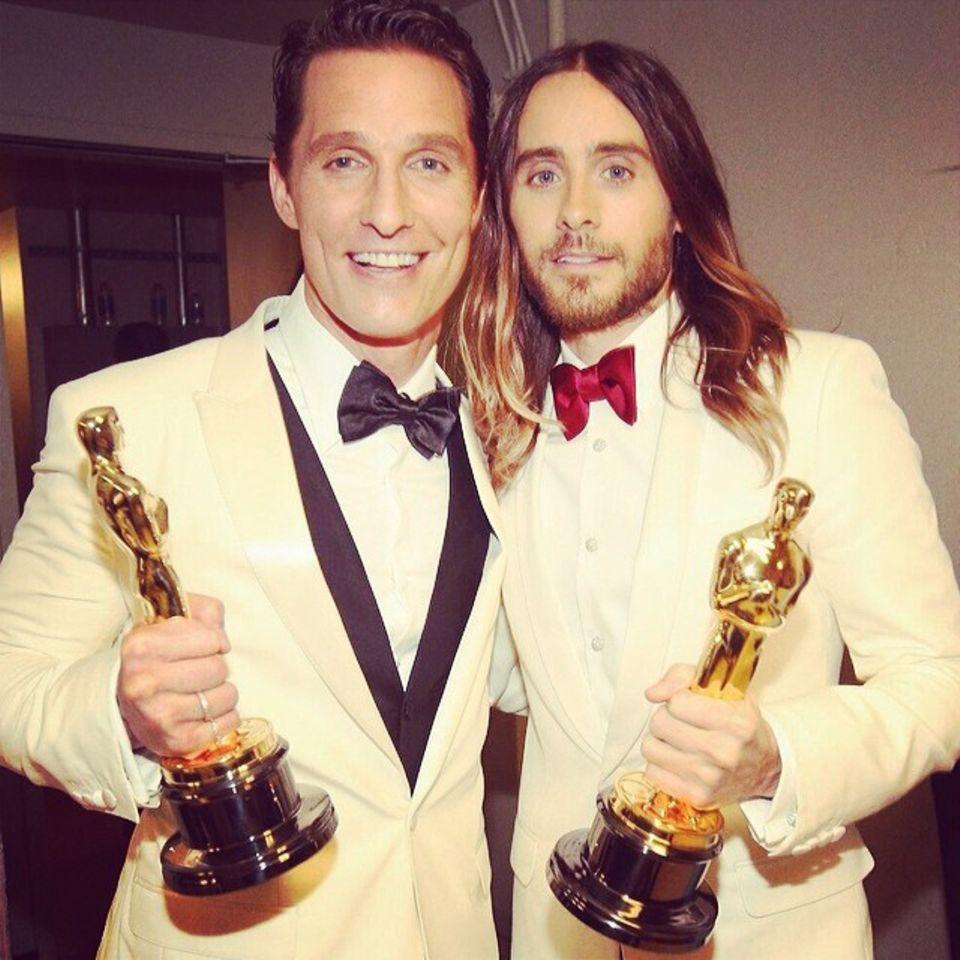 """Der beste Hauptdarsteller posiert mit dem besten Nebendarsteller: Matthew McConaughey und Jared Leto bekamen je einen Oscar für """"Dallas Buyers Club""""."""