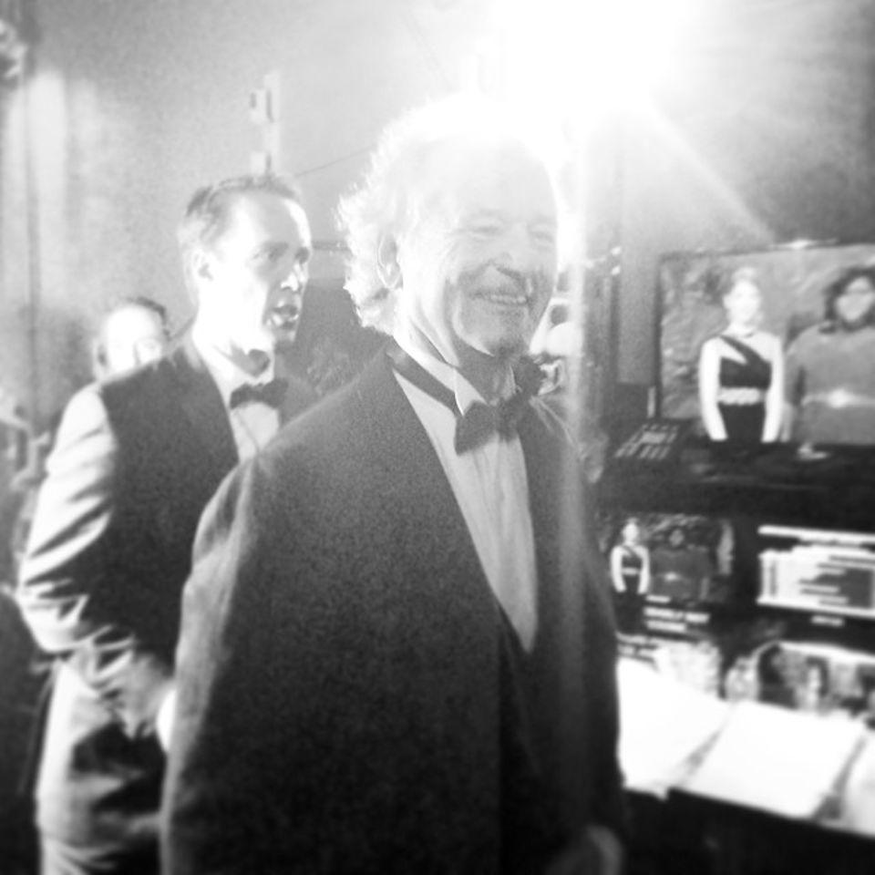 Bill Murray sieht aus als hätte er Spaß im Backstage-Bereich der Academy Awards.