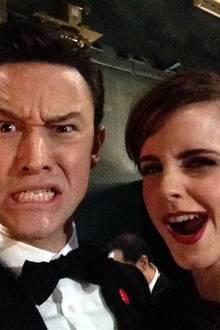 Backstage schneiden Joseph Gordon-Lewitt und Emma Watson Grimassen.