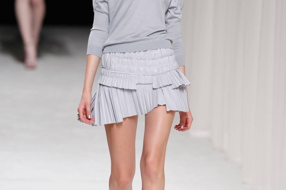 Das Nina-Ricci-Model zeigt, dass Lavendel auch als Komplett-Outfit klasse aussieht