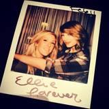 """Wie Cara Delevingne zählt auch Ellie Goulding zu den Brit-Freundinnen, die England-Fan Taylor Swift gerne um sich schart. Bei ihrem Konzert in London holte Taylor die 27-jährige Musikerin auf die Bühne und performte mit ihr deren Hit """"Burn"""". Ellie Goulding, die selbst eher elektronische Popmusik macht, bewundert Countrystar Taylor Swift sehr: """"Ich liebe es, wie sie Songs schreibt. Und sie ist ganz schön taff."""""""