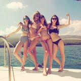 """Taylor Swift macht Urlaub auf Hawaii, doch wie wir Taylor kennen, ist sie natürtlich nicht alleine. Mit den drei Schwestern der Erfolgsband """"Haim"""" lässt sie es sich so richtig gut gehen."""