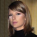 Das Blitzlicht und frisch gepuderte Gesichter oft keine gute Kombination sind, sieht man hier sehr schön an Taylor Swift.