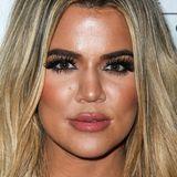 """Wenn Schminken süchtig macht, dann ist Khloé Kardashian ein Make-up-Junkie erster Klasse. Block-Brauen, Meter-Wimpern, Lip-Gloss-Explosion! Unter einer solchen Schicht künstlicher """"Schönheit"""" wirkt ihr Gesicht nur noch wie eine Maske. Aber das mag auch am Botox liegen."""