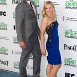Dax Shepard und Kristen Bell posieren.