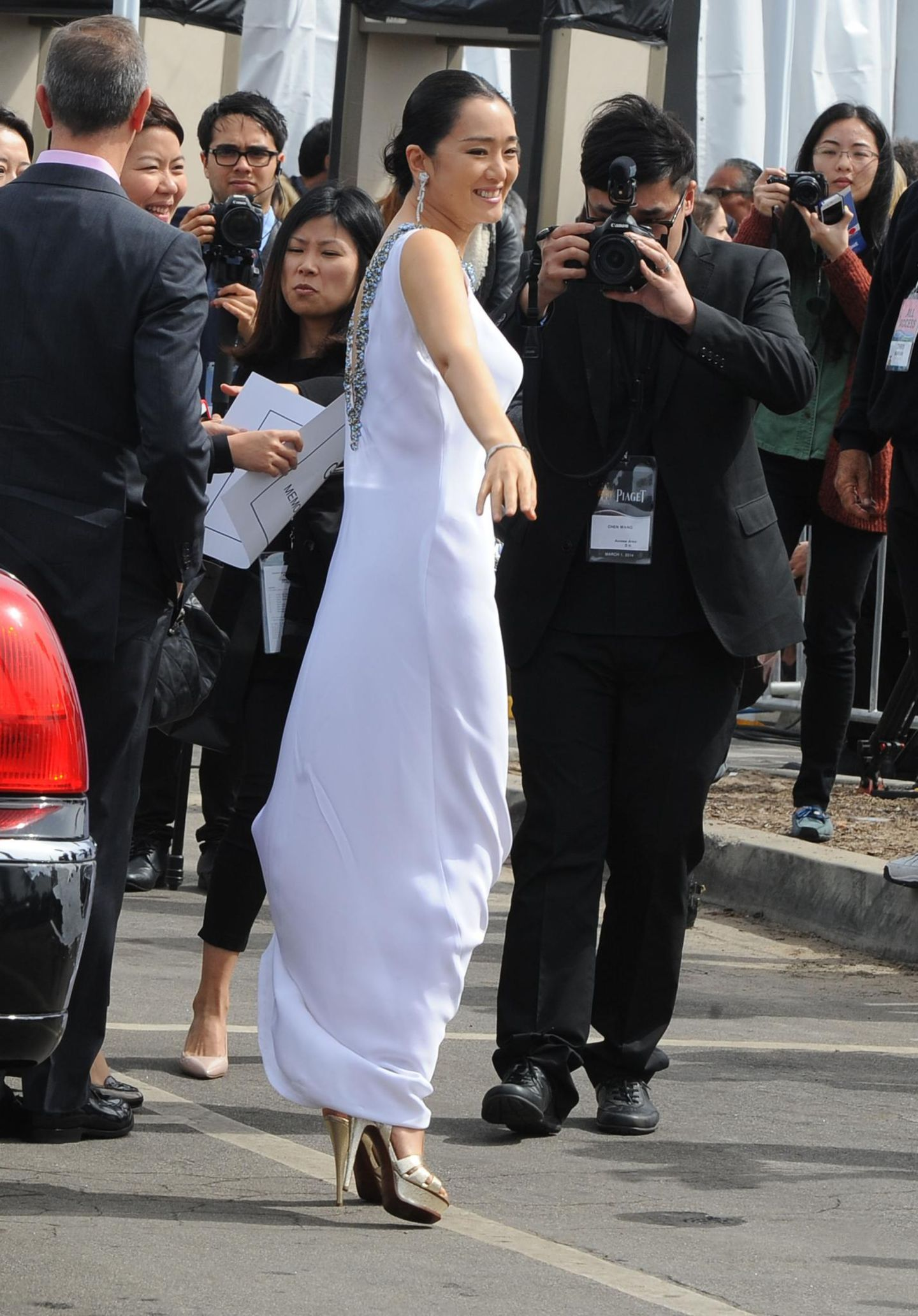 Gong Li legt ein Tänzchen hin.