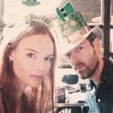 Mit lustigen Hüten feiern Kate Bosworth und Michael Polish den St. Patrick's Day.