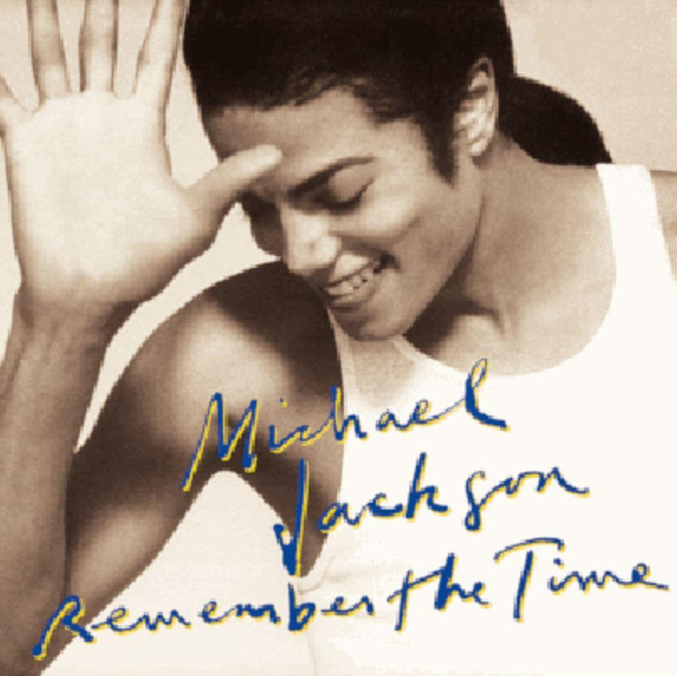 """Platz 5: Michael Jackson  Auch nach seinem Tod im Juni 2009 bleibt der """"King of Pop"""" unvergessen und bringt es auf fast 72 Millionen Fans."""