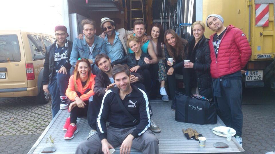 """""""Liebe Grüße von der Let's Dance Dancing Crew"""", postet Isabel Edvardsson auf Facebook."""