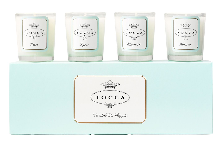 """Vier kleine Kerzen gehören zum """"Travelcandle-Set"""". Von Tocca, ca. 55 Euro, exklusiv bei Ludwig Beck, limitiert"""