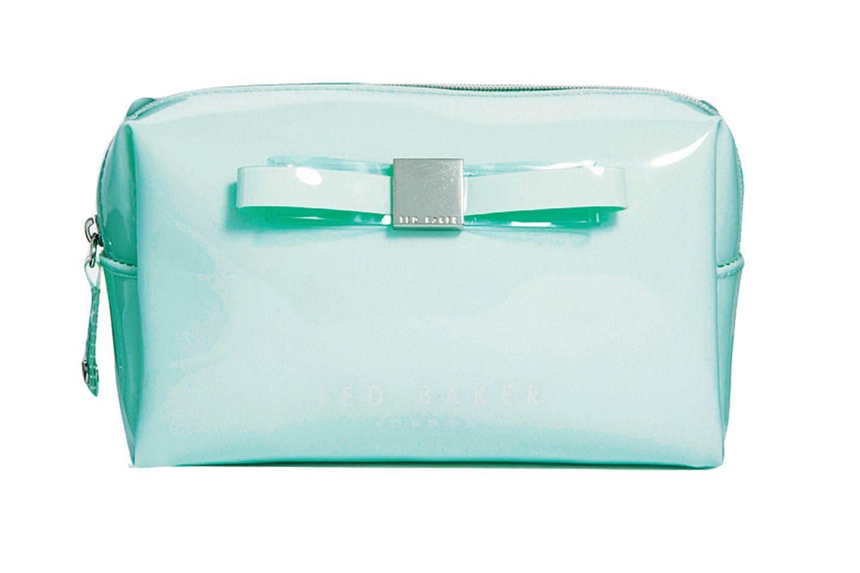 """Die Kulturtasche """"Maisa"""" bietet Beauty-Tools ein hübsches Heim. Von Ted Baker, ca. 40 Euro"""