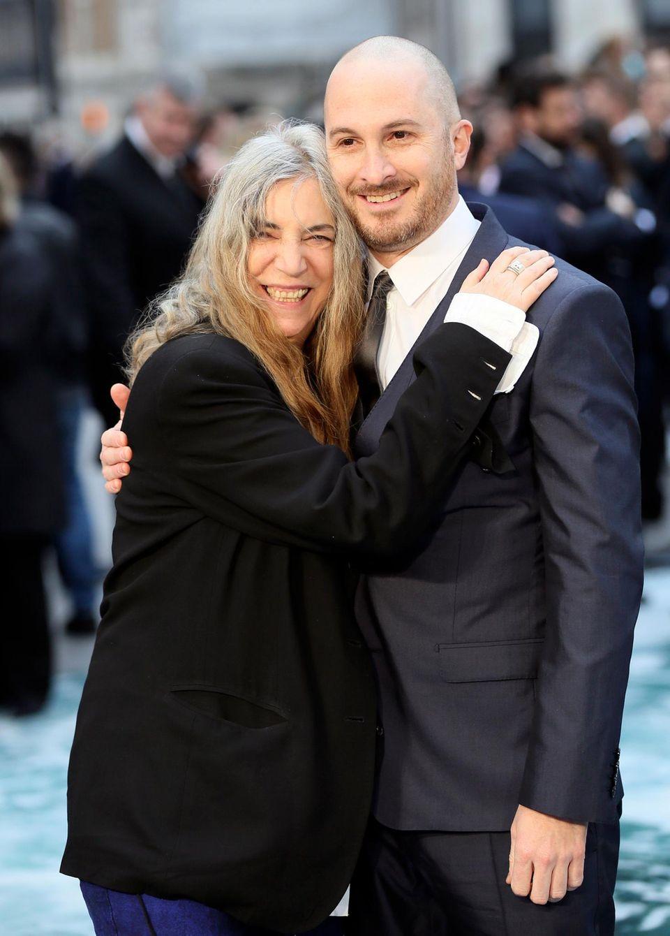 """Rockmusikerin Patti Smith hat den Song """"Mercy Is"""" zum """"Noah""""-Soundtrack beigesteuert. Kein Wunder, dass sich Regisseur Darren Aronofsky gern mit ihr ablichten lässt."""