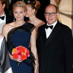 Fürstin Charlène und Fürst Albert von Monaco erscheinen allen Krisengerüchten zum Trotz gemeinsam beim traditionellen Rosenball.