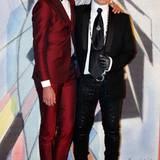 Karl Lagerfeld posiert mit dem Sänger Mika.