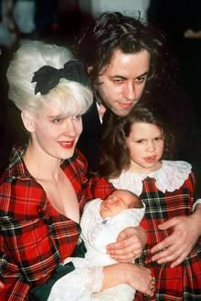 Peaches wird am 16. März 1989 als zweites Kind des irischen Musikers Bob Geldof und der Fernsehmoderatorin Paula Yates geboren.