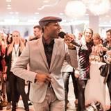 Aloe Blacc führt musikalisch durch den Abend.