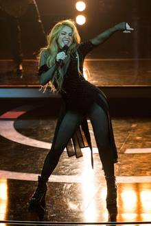 """Shakira singt """"Can't Remember To Forget You""""."""