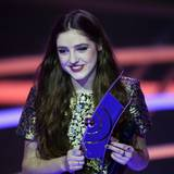 Die 17-jährige Birdy wird als beste internationale Künstlerin ausgezeichnet und setzt sich damit gegen die Mitnominierten Agnetha Fältskog, Lorde, Katy Perry und Christina Stürmer durch.