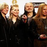 """Sängerin Anna Loos und ihre Band """"Silly"""" sind als beste """"Gruppe Rock/Pop National"""" nominiert, müssen sich aber gegen """"The BossHoss"""" geschlagen geben."""